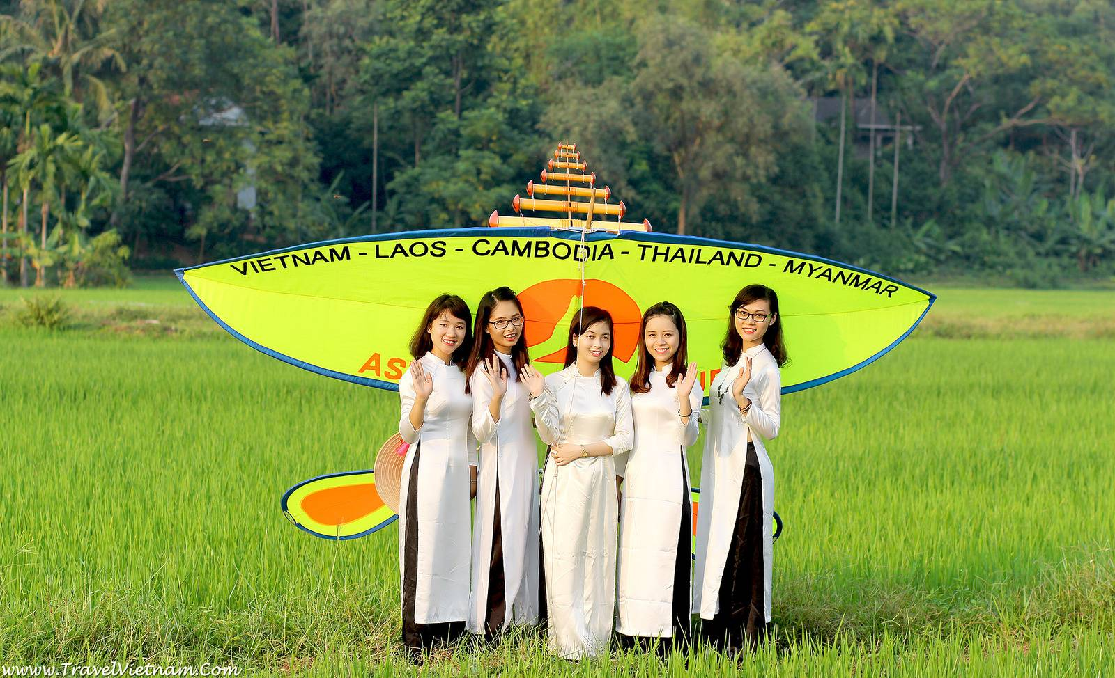 Cultures in Vietnam: Vietnamese Kite With Flutes