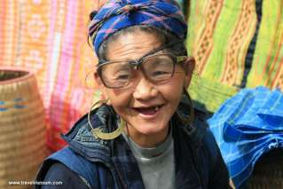 An old woman at Bac Ha market