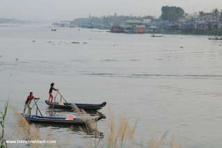 Daily life on Chau Doc river