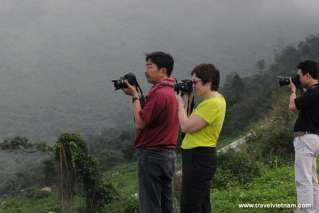 Tourists save memory in Danang trip