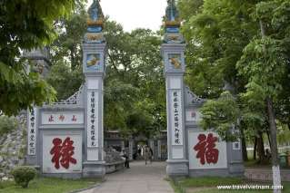 The main gate to Ngoc Son temple