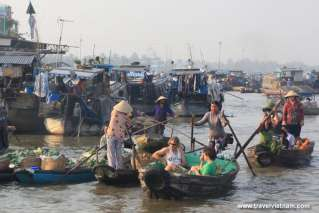 Foreign tourists visiting Mekong floating market