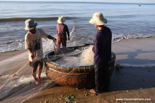 Fishermen prepare for fishing