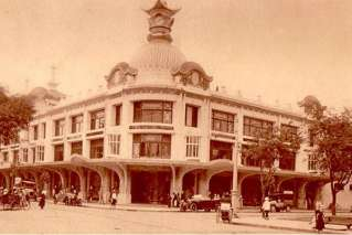 Grands Magasins Charner in the past