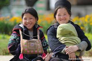 Poor but friendly children in Sapa