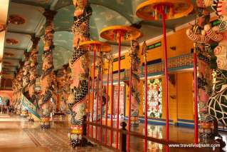 The beautiful decoration inside Cao Dai Temple