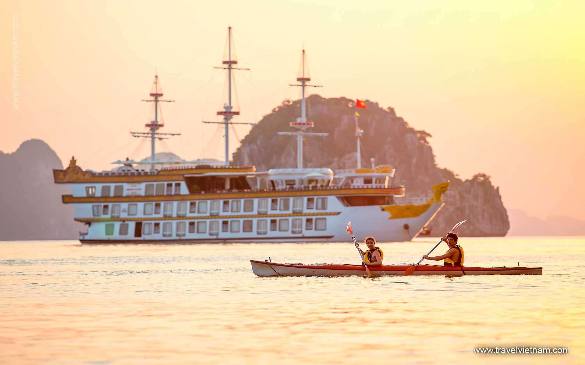 Kayak Halong (Lan Ha Bay) & Explore Cat Ba Island - 4 Days