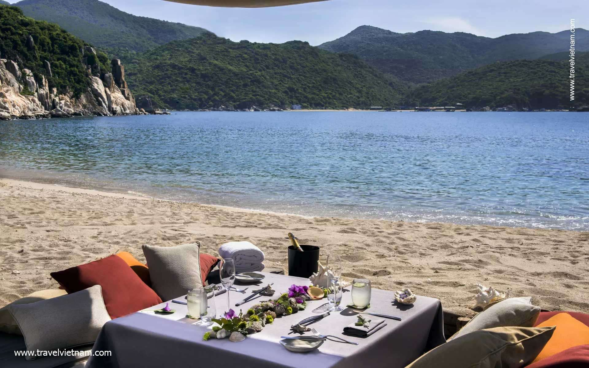 Escape to Vinh Hy Bay