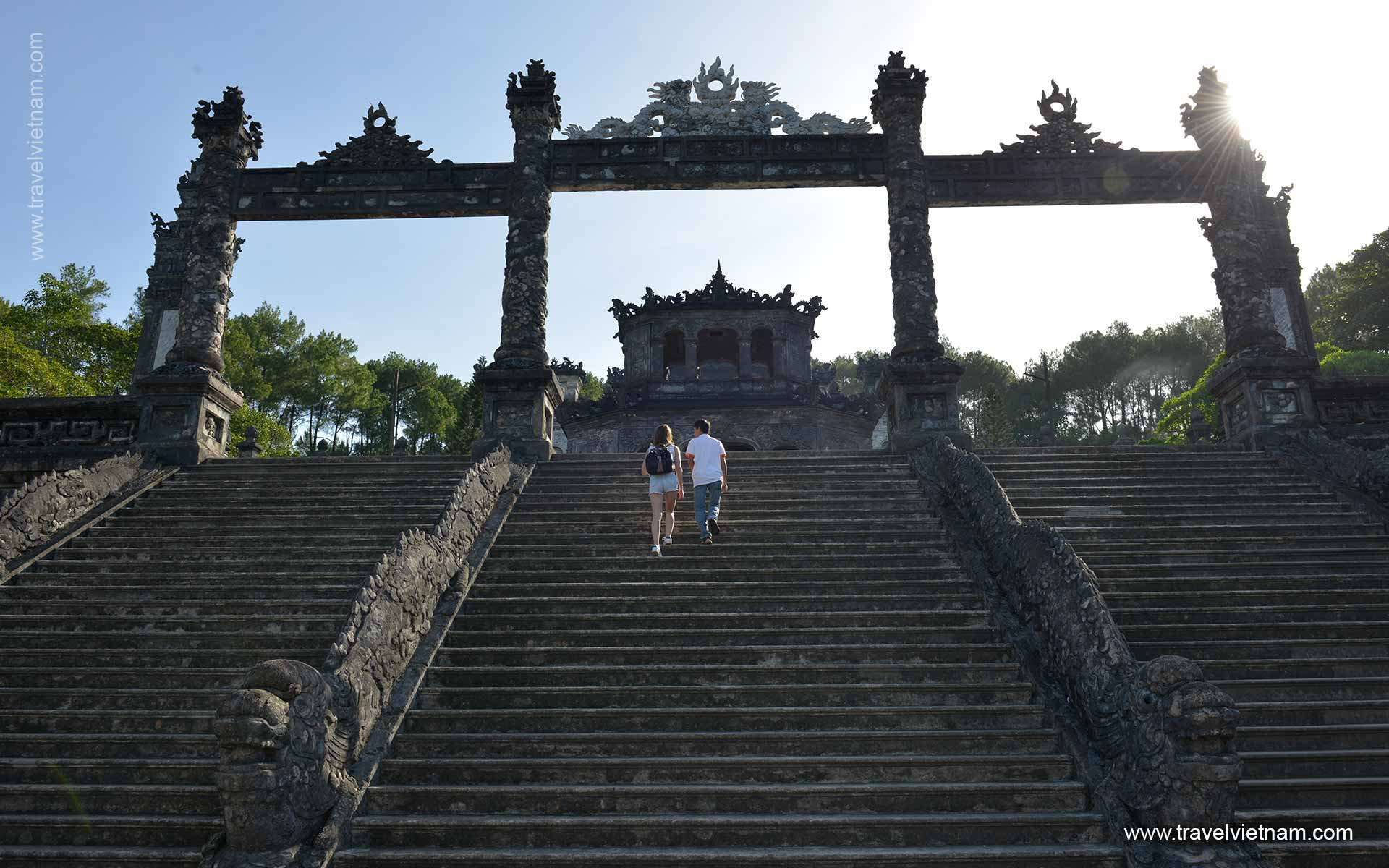 Visiting Cultural sites and discover Vietnam history of 4 thousand years