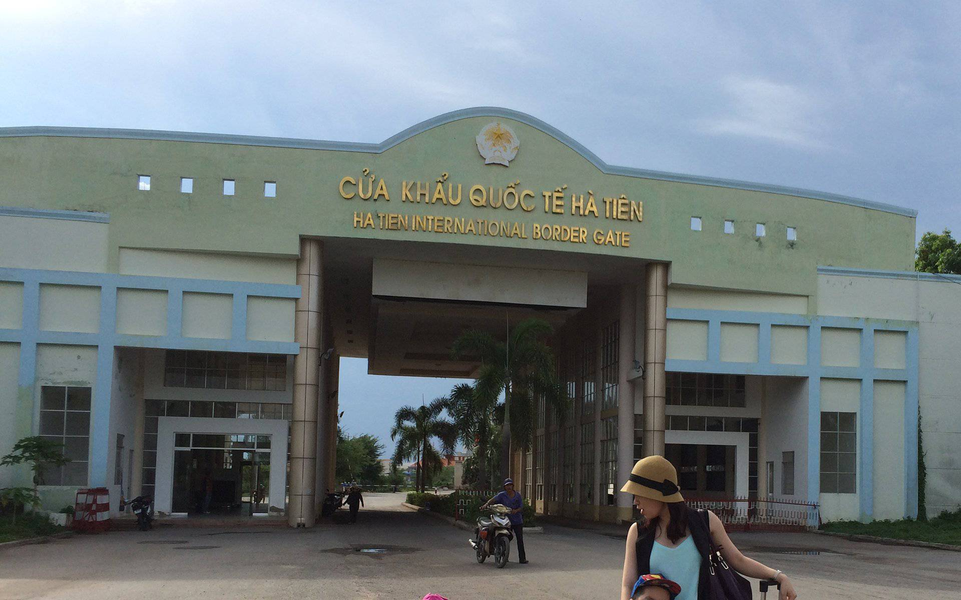 Immigration at Ha Tien border gate to Cambodia