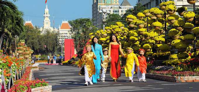 new year festival in vietnam However, thailand has the most unusual way of celebrating new year, and this is known as songkran festival if this is the first time you heard about this, then you may want to know more who knows you might also be interested in joining them.